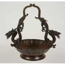 Japanese bronze dish with handle of dragons, Meiji period
