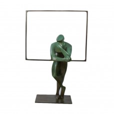 "Bronze statue by Eric Goede ""He who looks"""